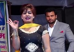 डांस करते करते एक आदमी ने कर दी मोनिका के साथ शर्मनाक हरकत   Monika Chaudhary
